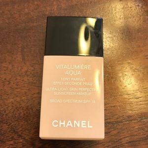 Chanel • Vitalumière Aqua Foundation • 30 Beige